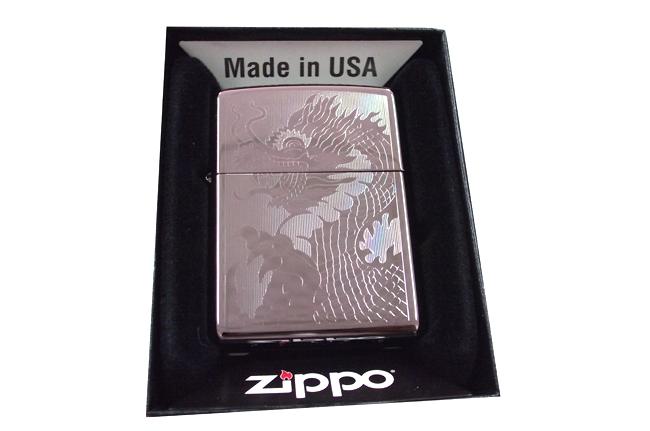Bat lua zippo usa black ice khac 1 mat hinh rong NTZ427