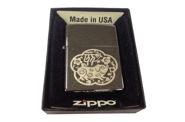 Hop quet Zippo bong in hinh 12 con giap tuoi Hoi ntz175