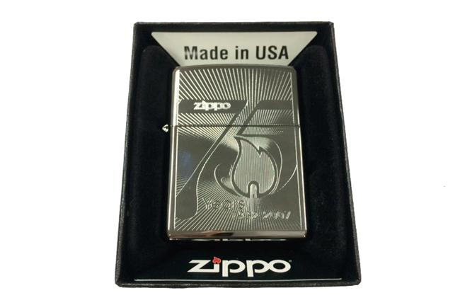 Zippo khac lazer 1 mat hinh ki niem 75 nam ntz457