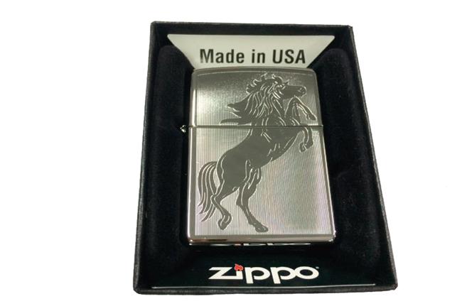 Zippo khac lazer 1 mat hinh ngua ntz325