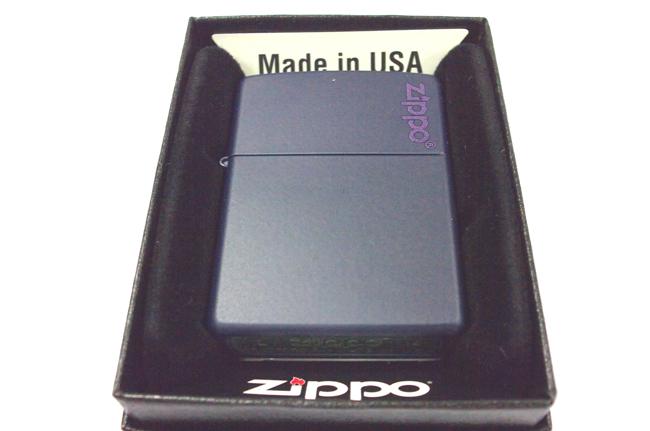 Hop quet Zippo son xanh den logo ntz908
