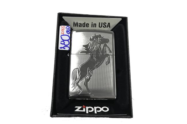 Zippo khac lazer 1 mat hinh ngua ntz487