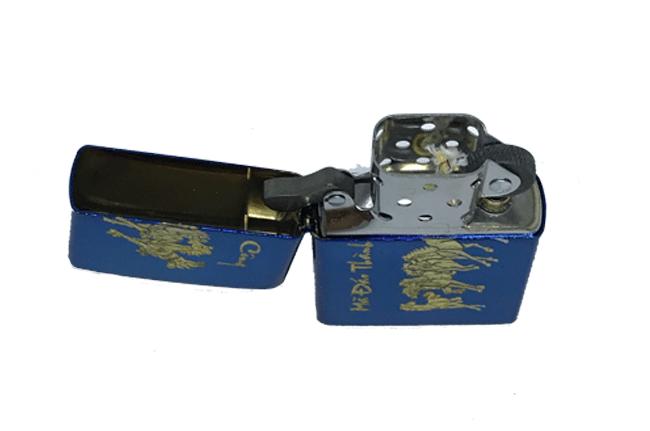 Zippo xanh saphire dat vang hinh ma dao thanh cong ntz539 3