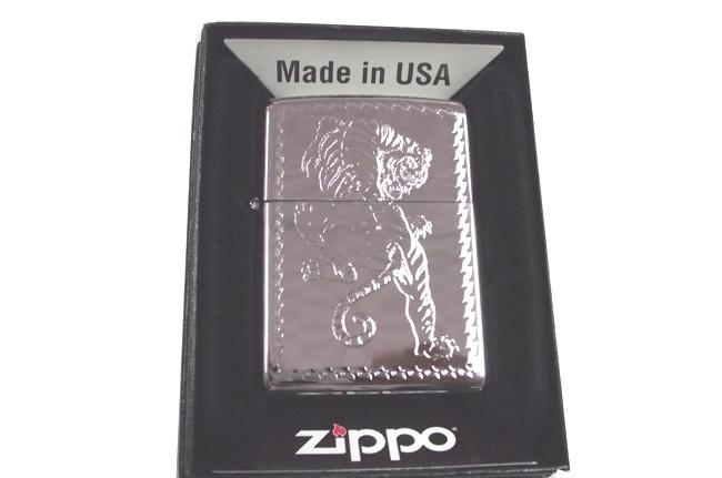 Zippo khac 3D 2 mat  hinh ho ntz552