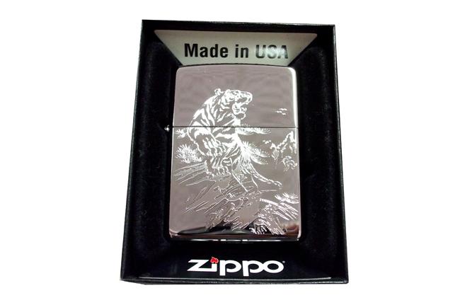 Zippo khac 3D 1 mat hinh ho ntz553