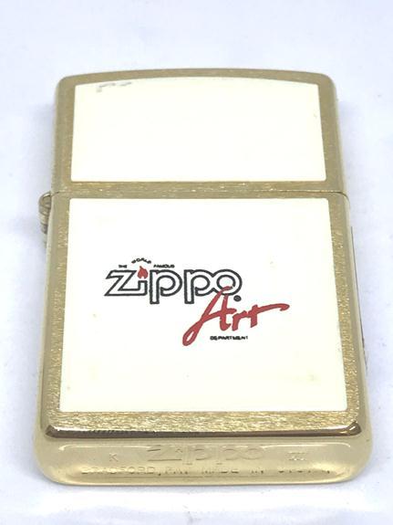 Zippo co ma vang op mica trang zippo doi VII NTZ586