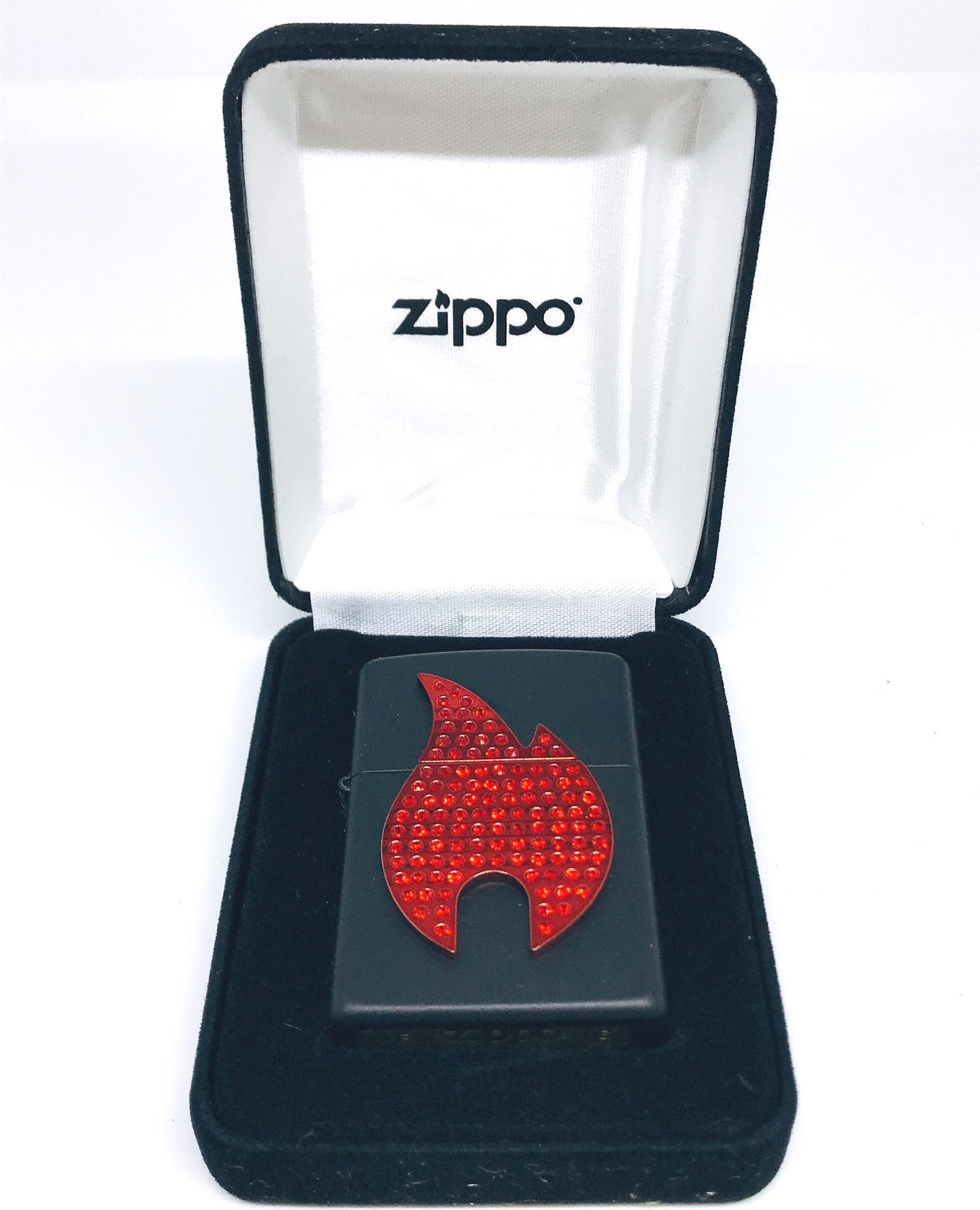Hop quet zippo noi ngon lua den Z612