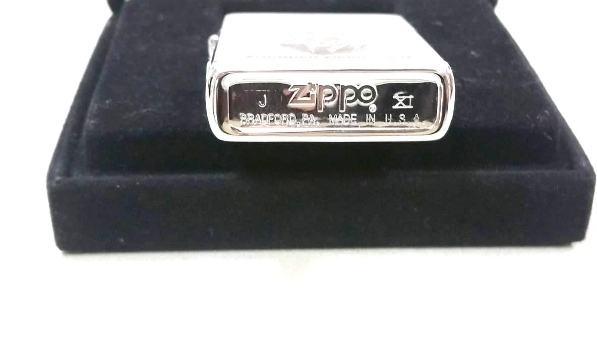 Zippo ong to la ma XI Z629 4