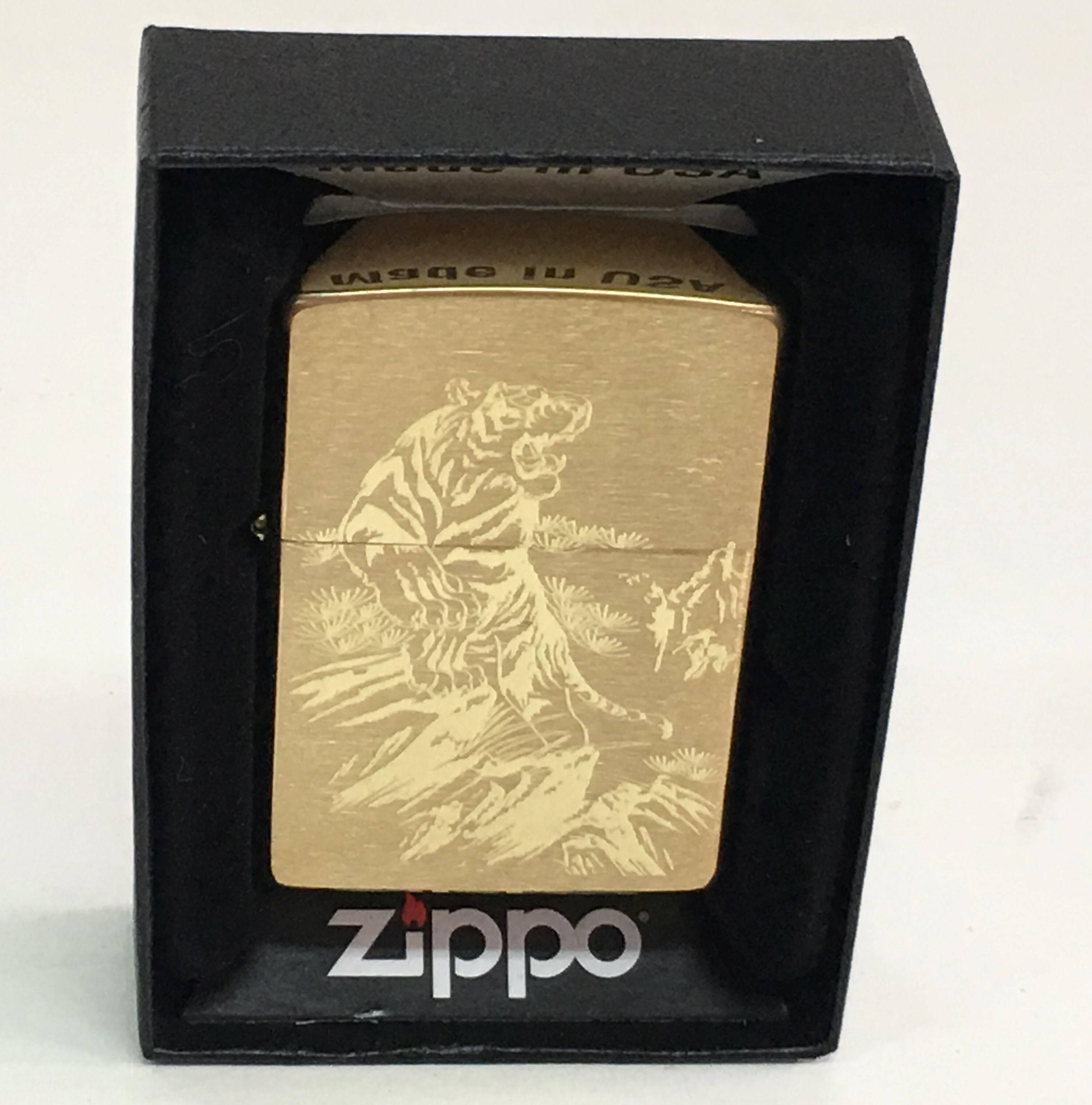 Zippo nham vang khac sieu sau 1 mat hinh con ho Z712 1