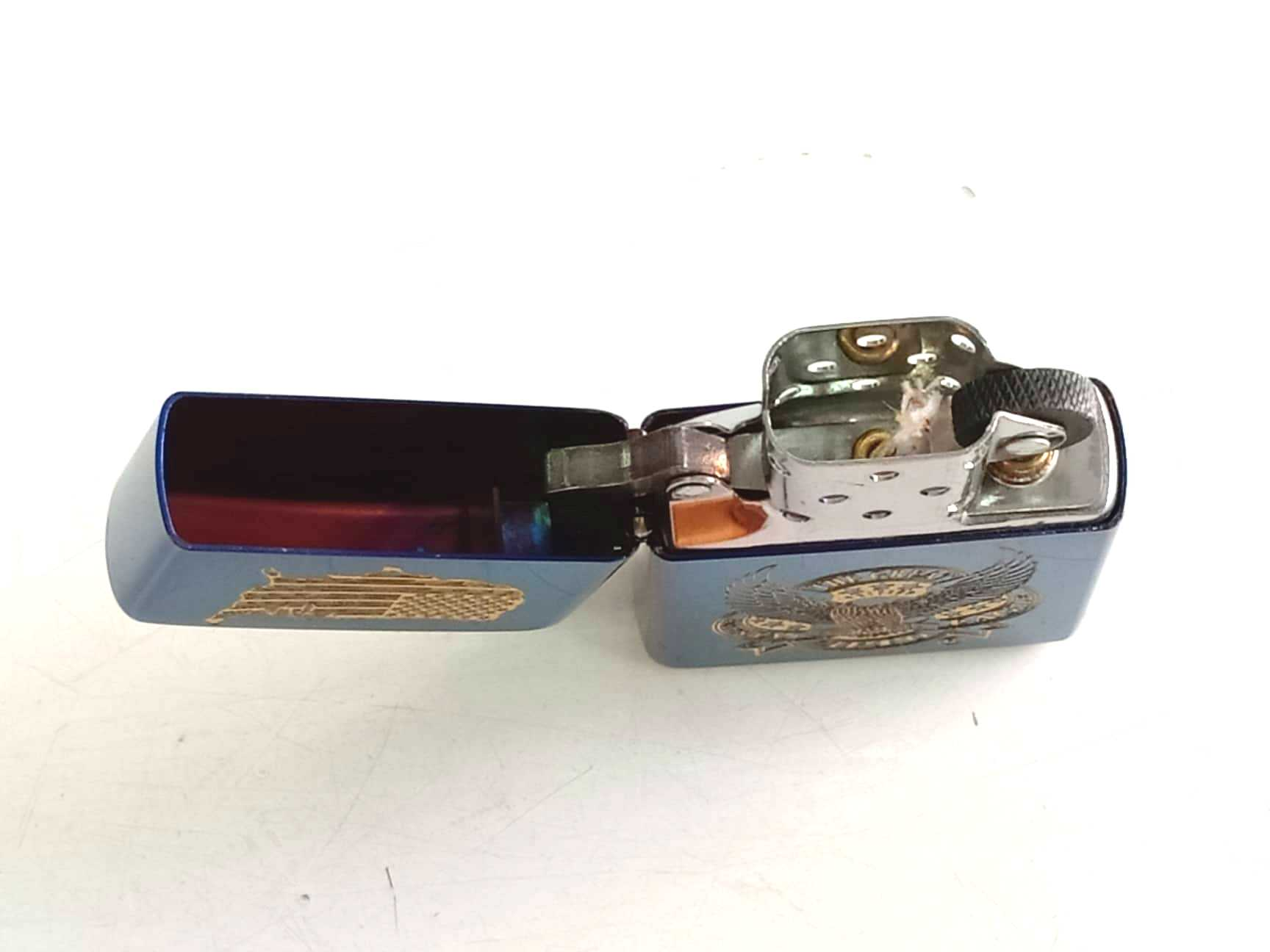 Zippo xanh saphia khac laze dai bang Z766 2