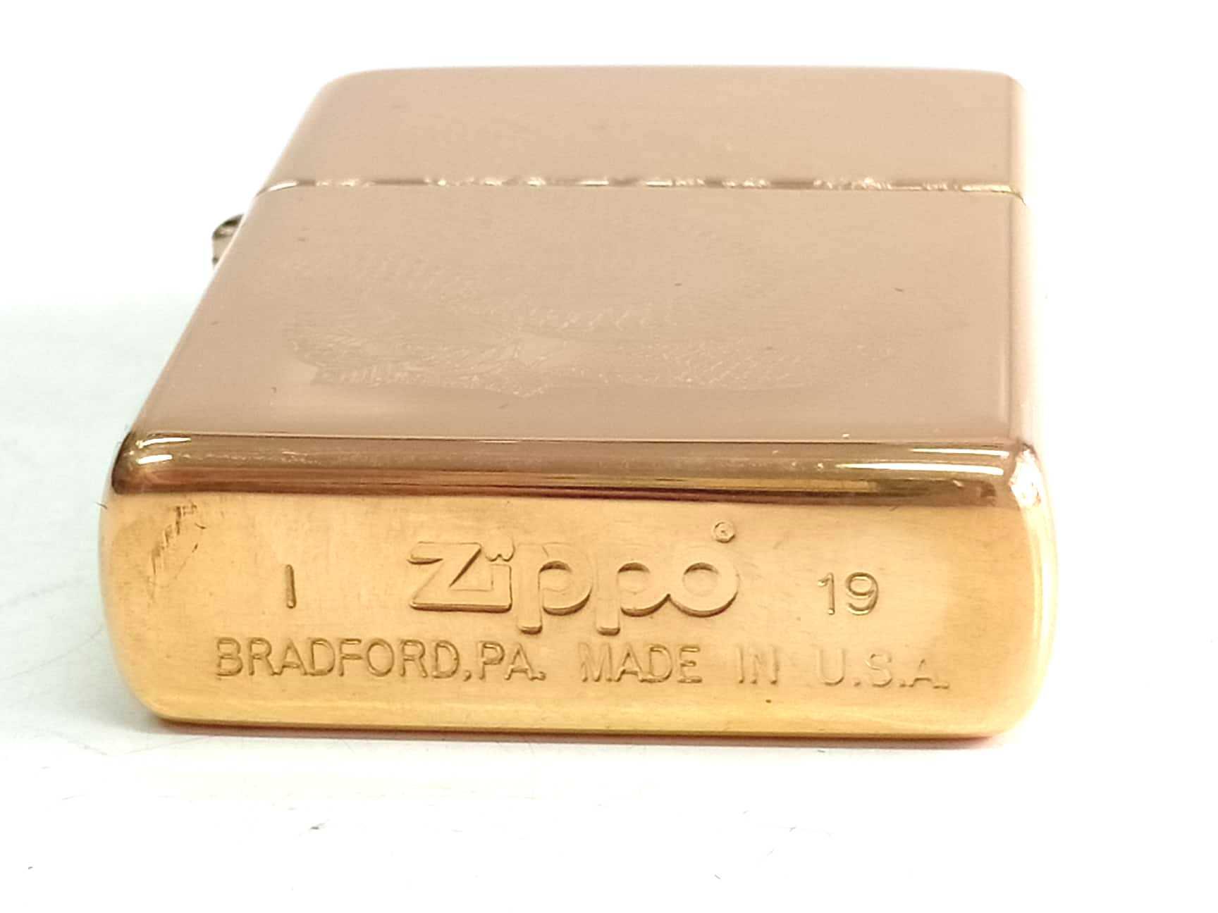 Zippo vang bong khac sau 1 mat hinh con ran Z778 4