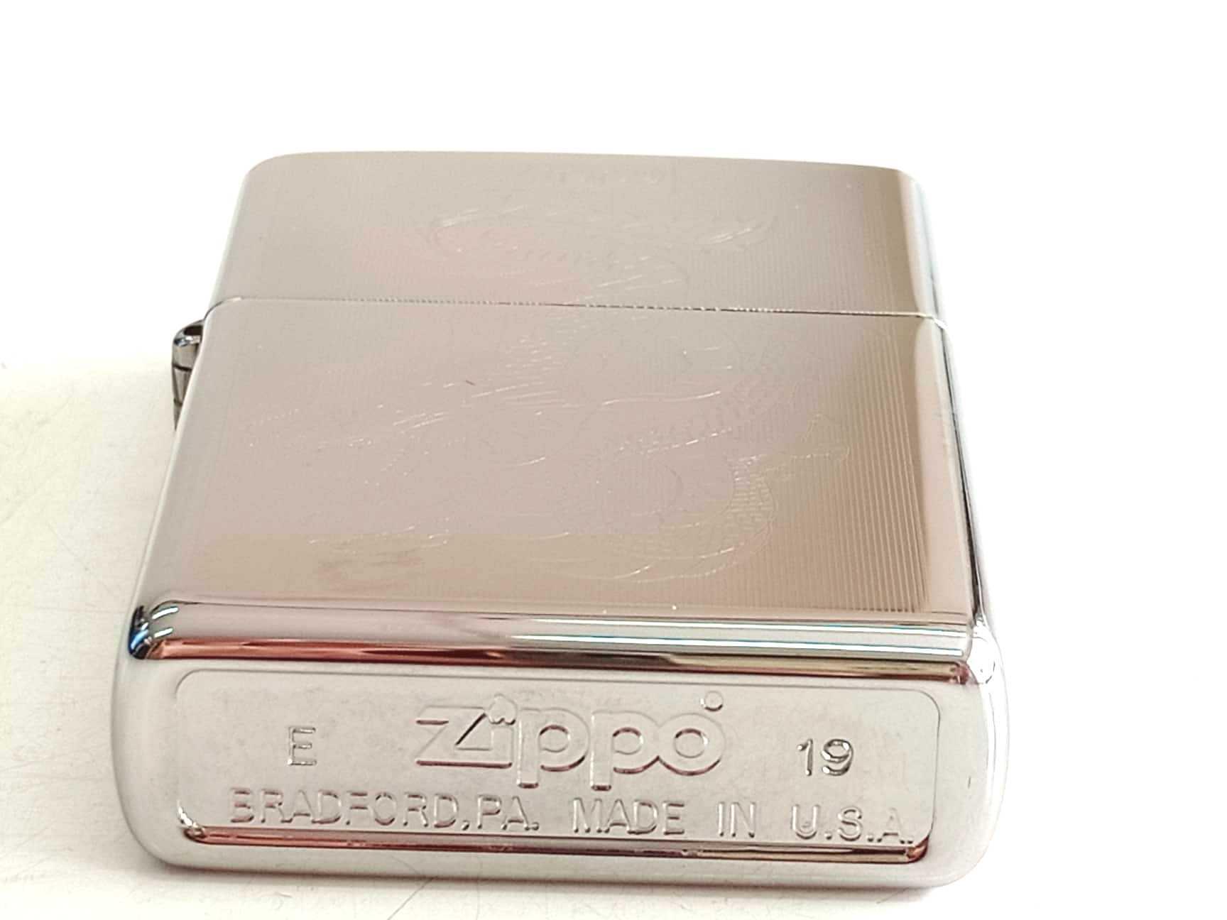 Zippo bong trang khac 2 mat hinh rong Z796 4