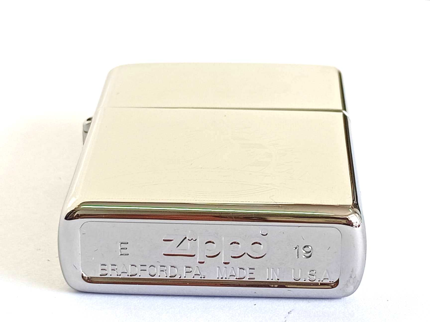 Zippo bong trang khac 1 mat hinh Nu than tu do Z805 3