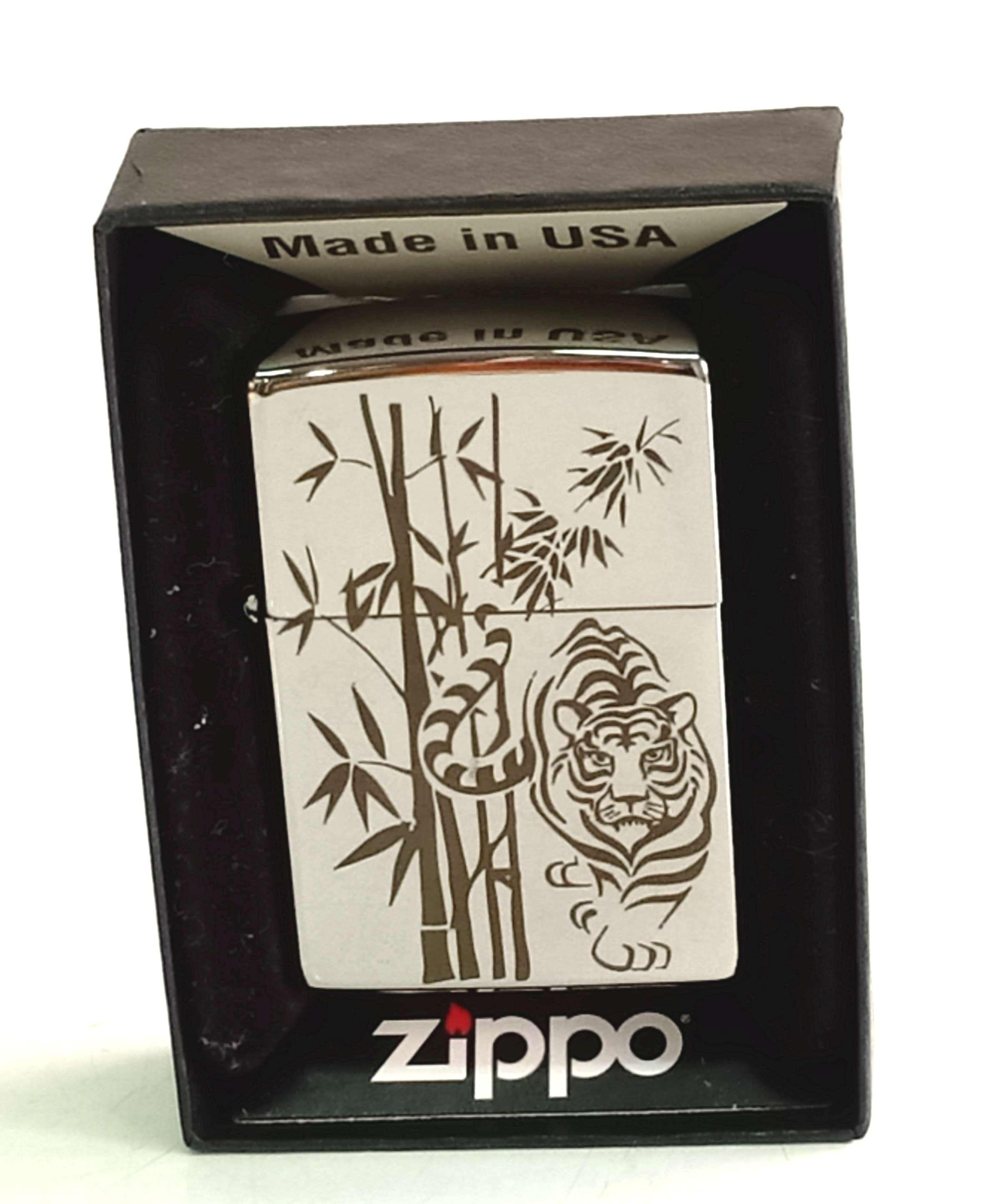 Zippo bong trang khac den hinh cay truc va con ho Z814