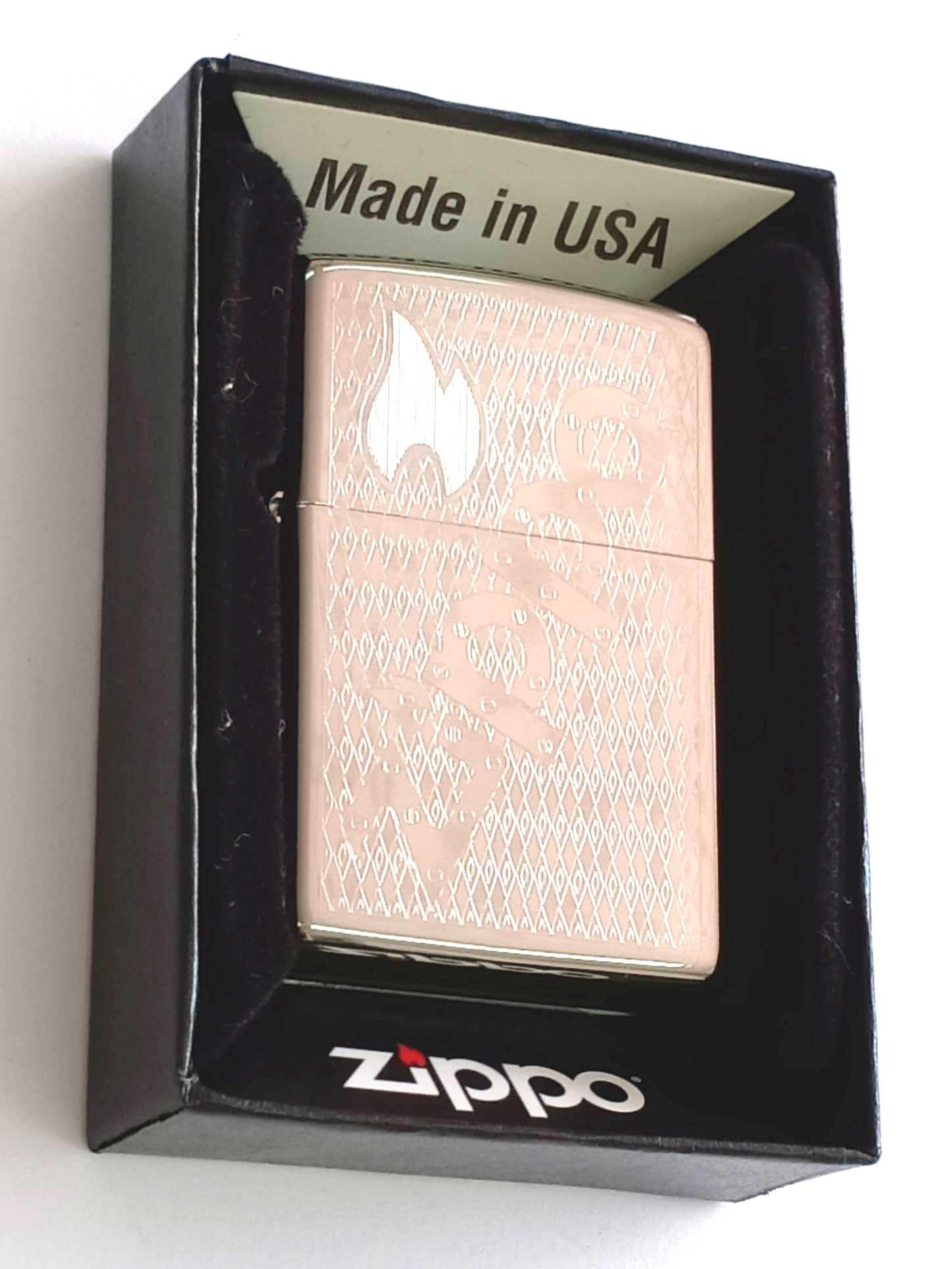 Zippo bong trang khac 1 mat chu Zippo Z845
