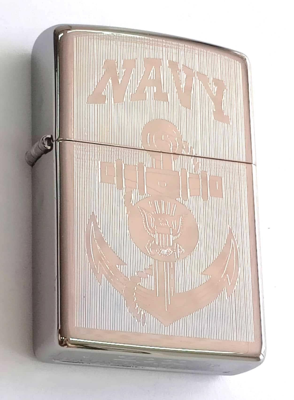 Zippo bong trang khac 1 mat mui neo Navy Z847 1