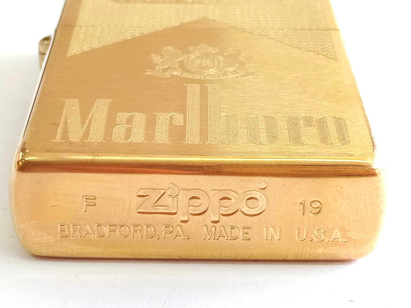 Zippo vang nham khac sau 1 mat Marlboro Z855 3